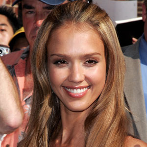 Jessica alba hairstyles pictures of jessica albas hair real jessica alba with casual hair pmusecretfo Choice Image